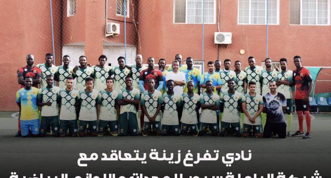 رئيس النادي مورسى ولد خيري مع إداريي ولاعبي الفريق (المصدر: تفرغ زينة)